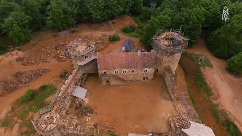 كيف تبني قلعة أثرية ضخمة بأساليب قديمة؟