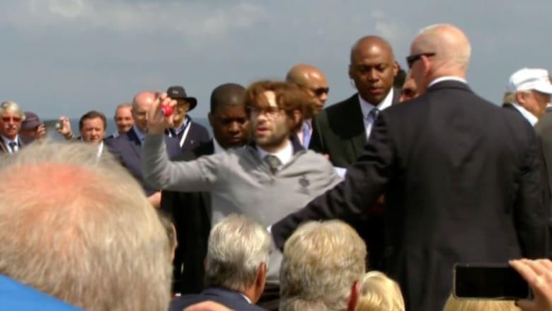 بالفيديو: ممثل كوميدي يضع دونالد ترامب في موقف محرج خلال زيارته إلى اسكتلندا
