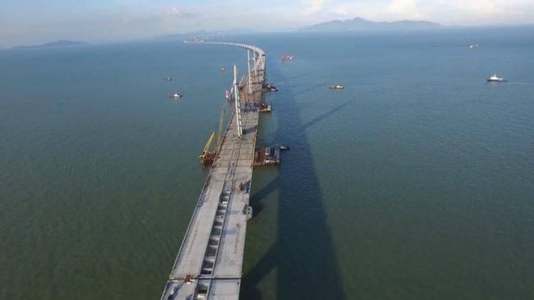 بالفيديو: الصين تكمل بناء أطول جسر بحري في العالم بطول 50 كيلومتراً!