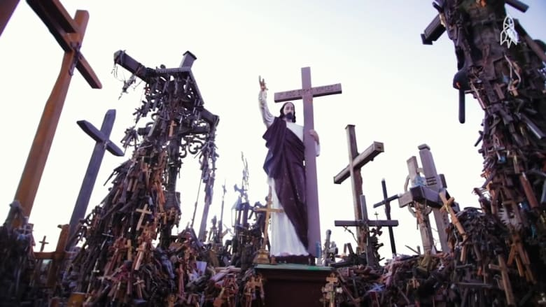 تلة الصلبان في ليتوانيا.. حيث تجتمع القوة بالسلام