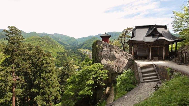 """بالفيديو: 1015 درجة للوصول إليه.. تعالوا إلى """"معبد الجبل"""" الياباني"""