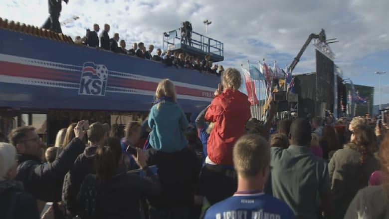 شاهد.. آلاف الأيسلنديين يحتفون بمنتخبهم الوطني رغم خروجه من يورو 2016