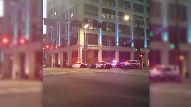 شاهد أولى لحظات تبادل إطلاق النار مع الشرطة وسط دالاس