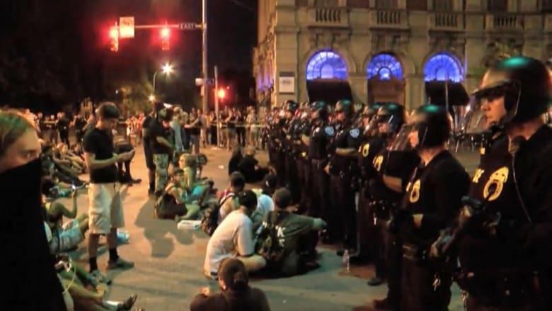 شاهد.. مظاهرات حاشدة ضد عنف الشرطة في نيويورك