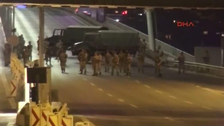 شاهد.. شاحنات عسكرية وقوات الجيش التركي في شوارع أنقرة