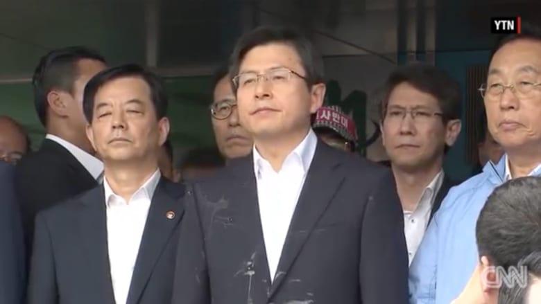 بالفيديو: حشود غاضبة ترمي رئيس وزراء كوريا الجنوبية بالبيض