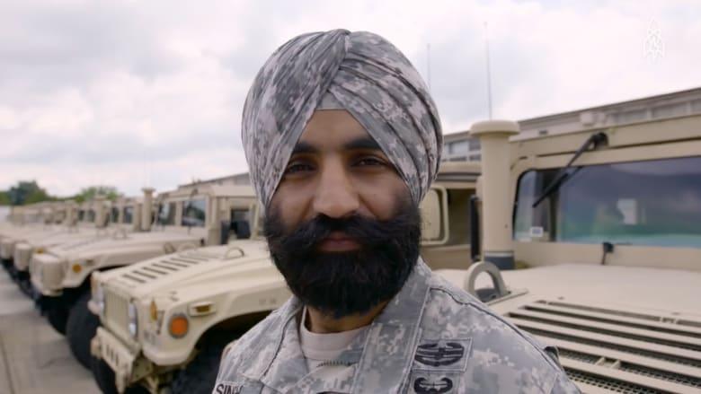بالفيديو: ضابط أمريكي يخدم في الجيش بلحية وعمامة السيخ