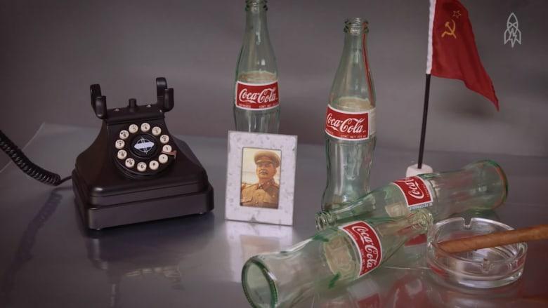 شاهد.. زجاجات كوكا كولا سرية للجنرالات الروس