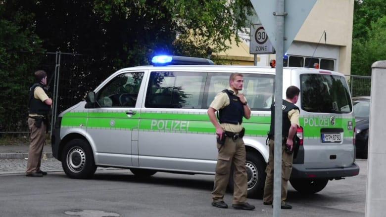 شاهد.. شرطة ميونخ تجري عمليات بحث بعد إطلاق النار في مركز التسوق