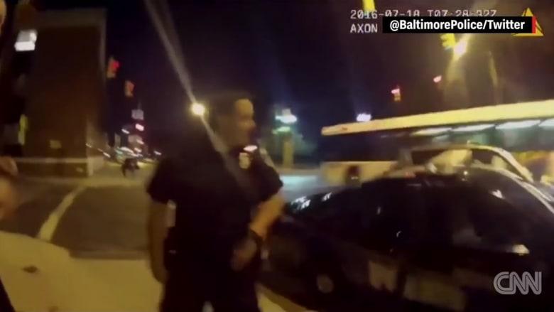 """الهوس بلعبة """"بوكيمون غو"""" يؤدي لاصطدام سائق بسيارة شرطة"""
