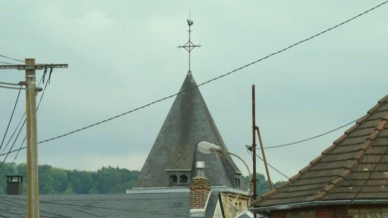 """مشاهد من موقع الهجوم على الكنيسة الفرنسية.. وهولانديدعو الكاثوليكيين إلى """"ضبط النفس"""""""