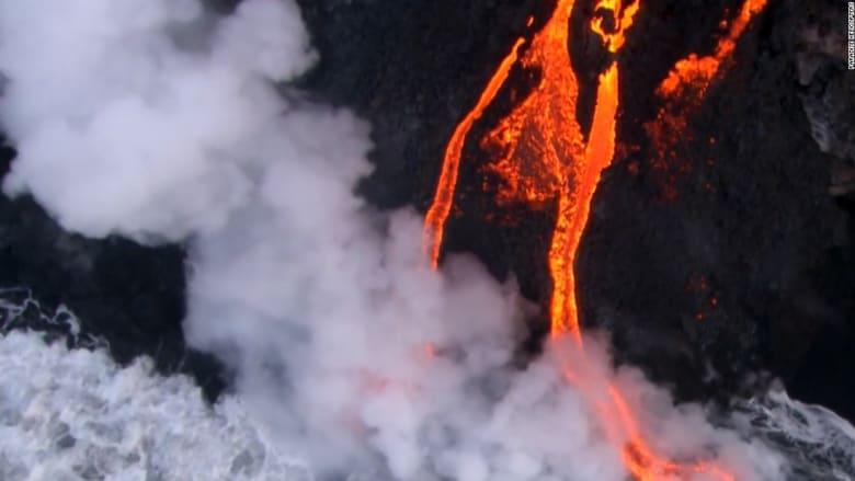 """حمم بركان """"كيلوا"""" تصل الى المحيط الهادئ بعد أشهر من تدفقها"""