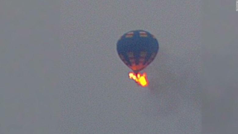 مقتل 16 بسقوط منطاد بتكساس بواقعة تذكر بحادثة منطاد الأقصر في مصر