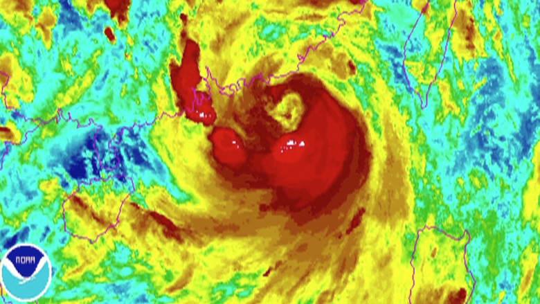 """هونغ كونغ تواجه إعصار """"نيدا"""" خلال الساعات المقبلة"""