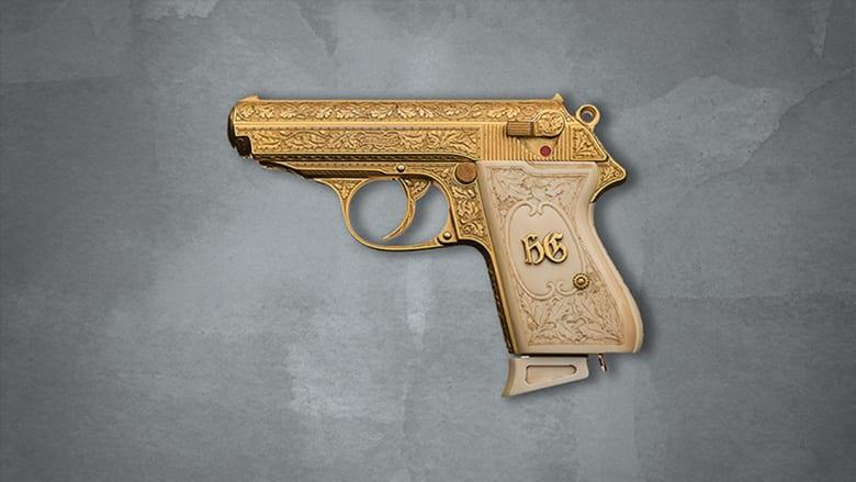 من هو الرجل ذو المسدس الذهبي؟  ولماذا يعرض سلاحه للبيع؟