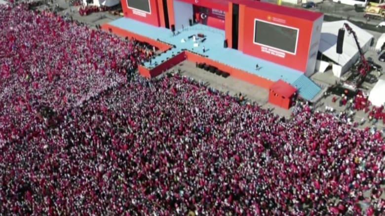 """آلاف الأتراك بقيادة أردوغان في تجمع """"الديمقراطية والشهداء"""""""