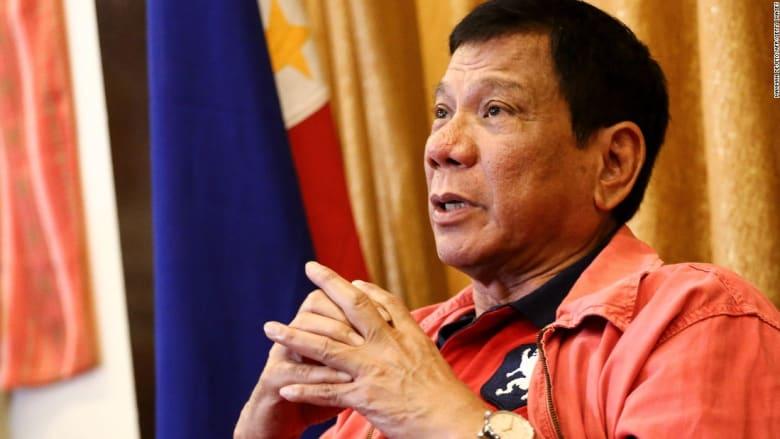"""رئيس الفلبين يصف السفير الأمريكي بـ""""المثلي"""" ويسب والدته"""
