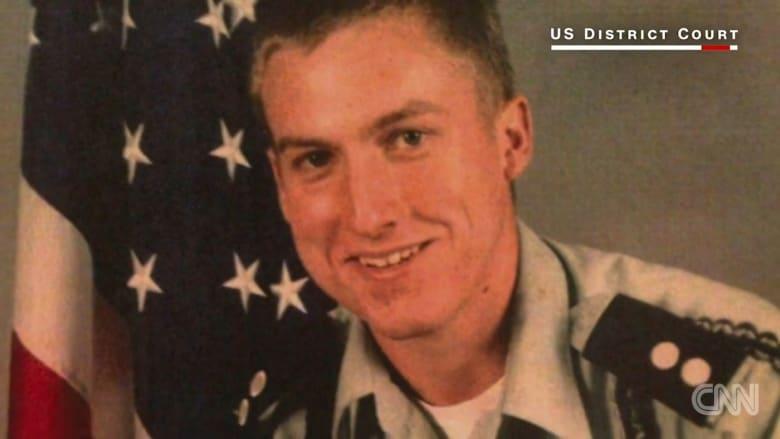 جندي أمريكي يستشهد بقضية رسائل كلينتون الإلكترونية لتجنب السجن