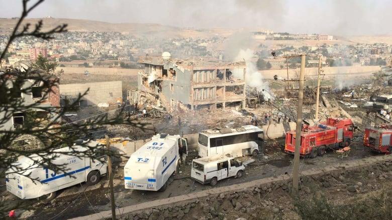تركيا: مقتل 11 شخصا على الأقل بتفجير سيارة مفخخة قرب مبنى أمني