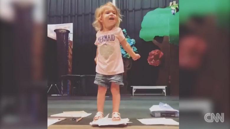 فيديو هذه الطفلة شوهد أكثر من 3 ملايين مرة خلال ثلاثة أيام