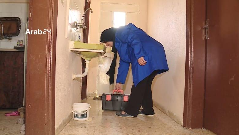 """سيدات أردنيات يكسرن الأعراف الاجتماعية.. ويعملن في """"السباكة"""""""