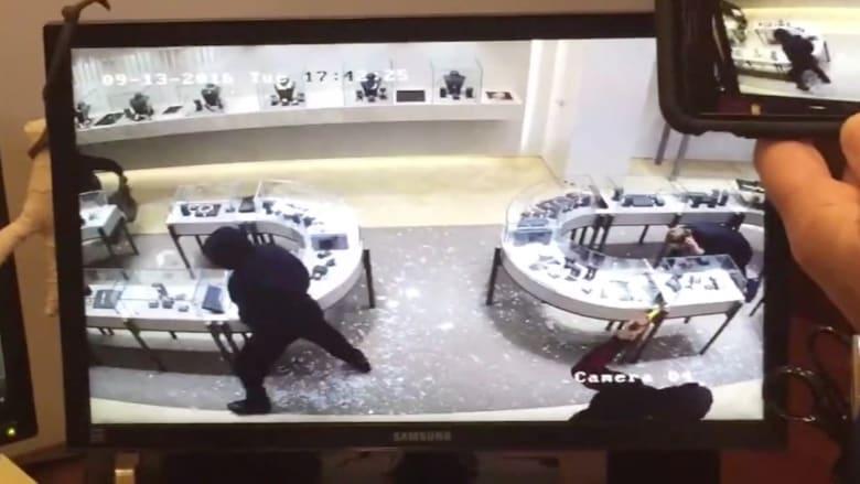سرقة خاطفة: 40 ثانية.. مليون دولار من المجوهرات