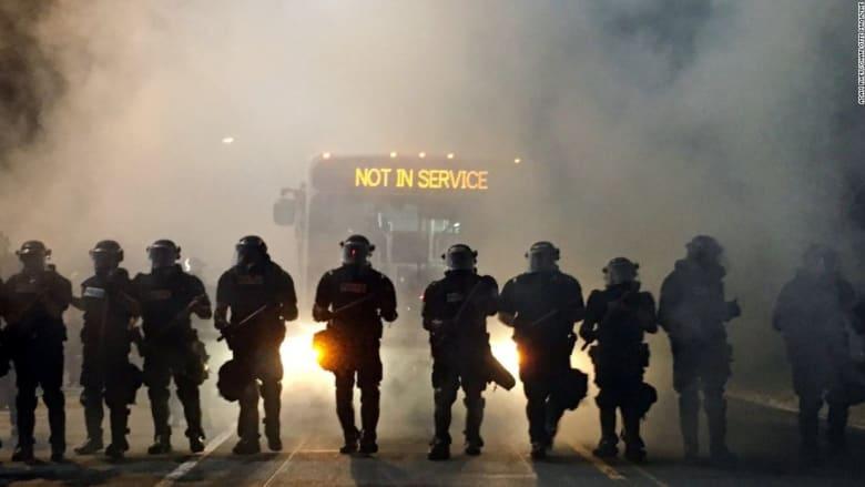 أمريكا: احتجاجات عنيفة بعد مقتل رجل أسود برصاص الشرطة