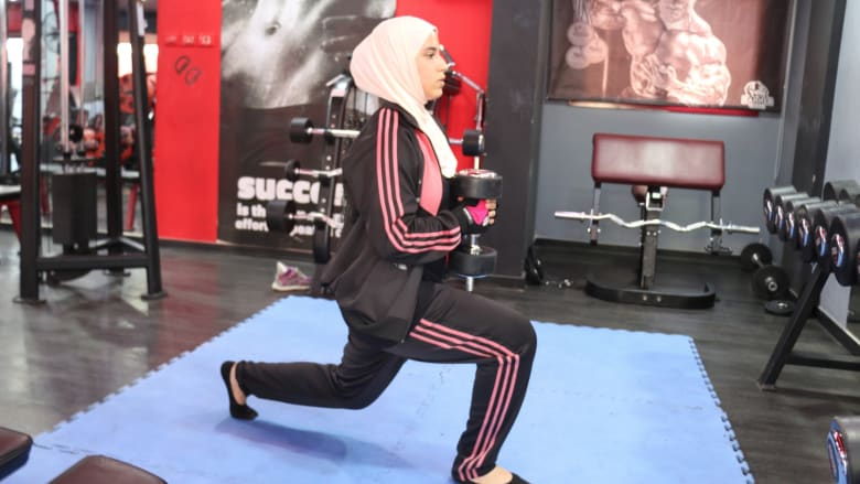 دانية المصري.. تحمل الأثقال في غزة وتحلم بالأولمبياد