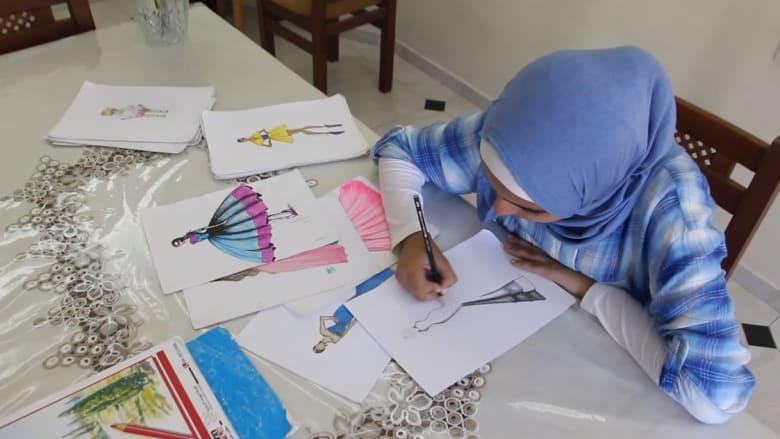 نور حجازي ..طفلة فلسطينية تعلمت تصميم الأزياء عبر يوتيوب