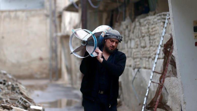 أدوات الموت ترتدي ثوب الحياة بين يدي هذا الفنان السوري المحاصر