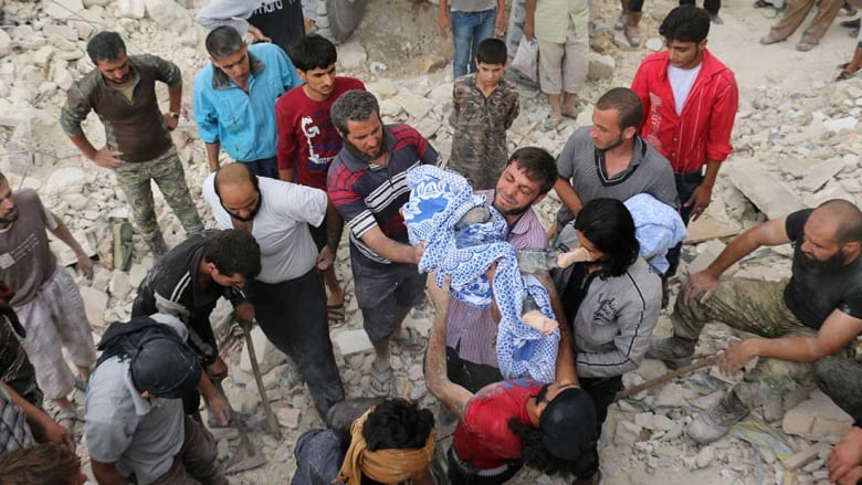 """جيش الأسد يعلن تقليص عدد الضربات على شرق حلب لـ""""تحسين"""" الحالة الإنسانية"""