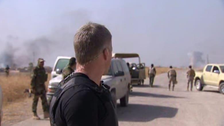 شاهد.. مراسل CNN يعلق وسط تبادل لإطلاق النار بين البشمرغة وداعش بالموصل