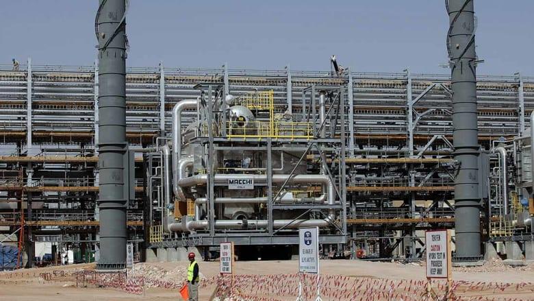 أرامكو: مقتل 2 وإصابة 16 من العاملين إثر حريق في محطة الوسيع قرب الرياض