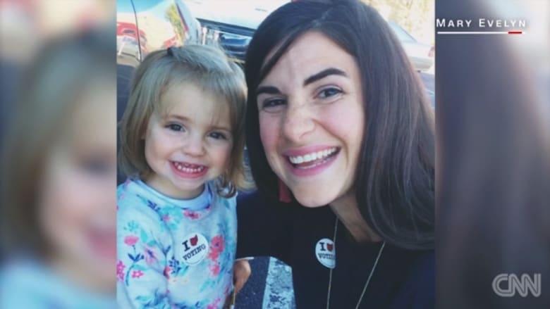 أمريكيات يصوتن مع بناتهن أملا بجعل كلينتون أول رئيسة لأمريكا