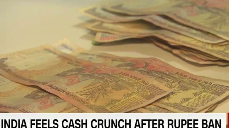 طوابير طويلة وأزمة خانقة بعد إلغاء أكبر الأوراق النقدية في الهند