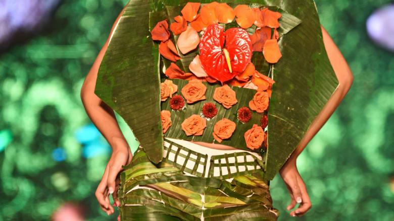 """الأزياء تعود إلى """"العصر الحجري"""" بهذه التصاميم """"الحيوية"""""""
