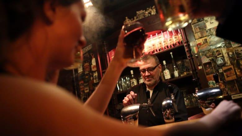 """عبارة """"ضبط فتيات في حانة"""" تدفع الداخلية التونسية إلى التوضيح"""