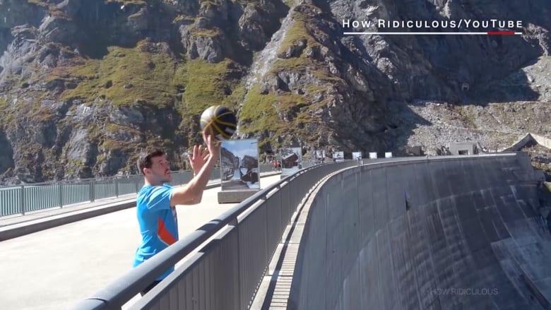 شاهد أعلى رمية كرة سلة في العالم