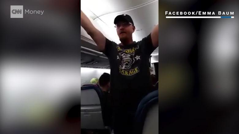 طيران دلتا يحظر سفر مؤيدٍ لترامب بعد صراخه على مسافرين