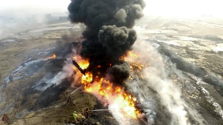 إرث داعش السام: آبار النفط المحترقة تخنق سكان العراق
