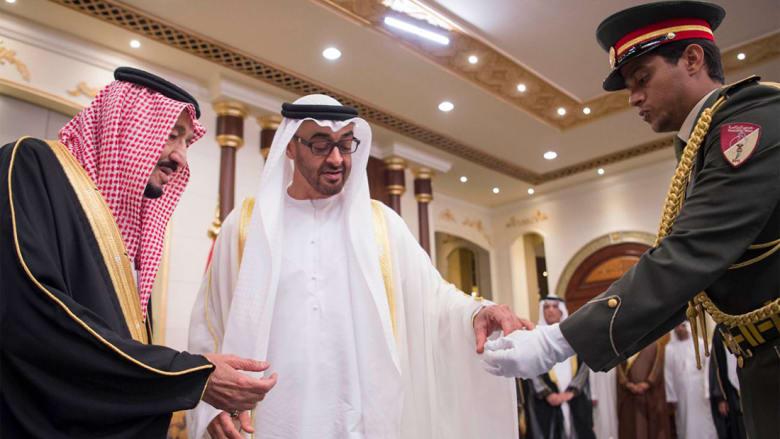 ولي عهد أبوظبي يمنح العاهل السعودي وسام زايد