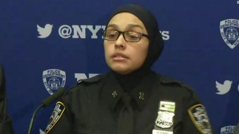 """رجل يصرخ بوجه شرطية أمريكية مسلمة: """"عودي إلى بلدك"""""""