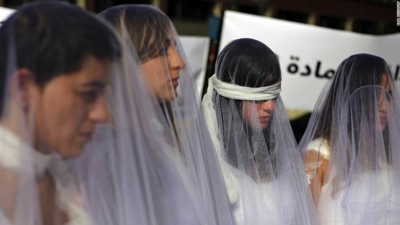 لبنانيات بفساتين زفاف ملطخة بالدماء ضد المادة 522