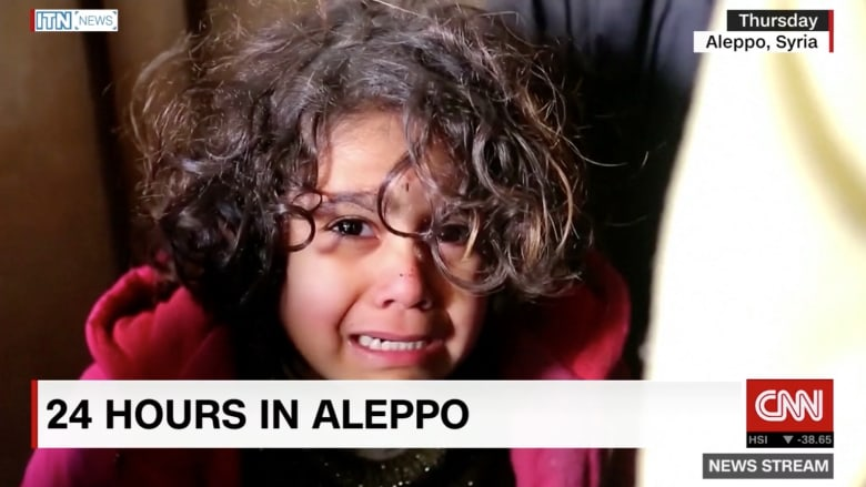 قناص يستهدف سيارة إسعاف تنقل الأطفال في حلب