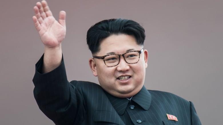 فرحا ومصفقا للقصف.. كيم جونغ أون يشرف على تدريبات طياريه