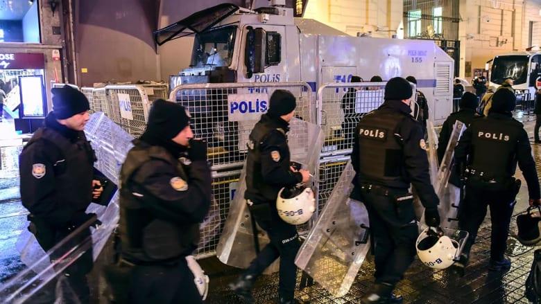 تركيا: اعتقال 12 شخصا على صلة بمنفذ اغتيال السفير الروسي