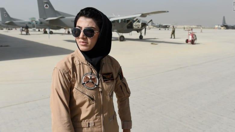 أول أفغانية تقود طائرة نفاثة تحاول اللجوء إلى الولايات المتحدة