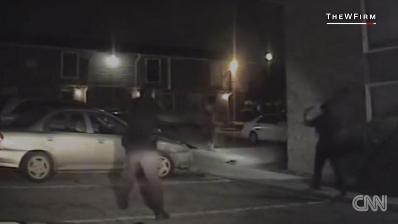 فيديو لحظة إطلاق الشرطة النار على رجل أسود من الخلف