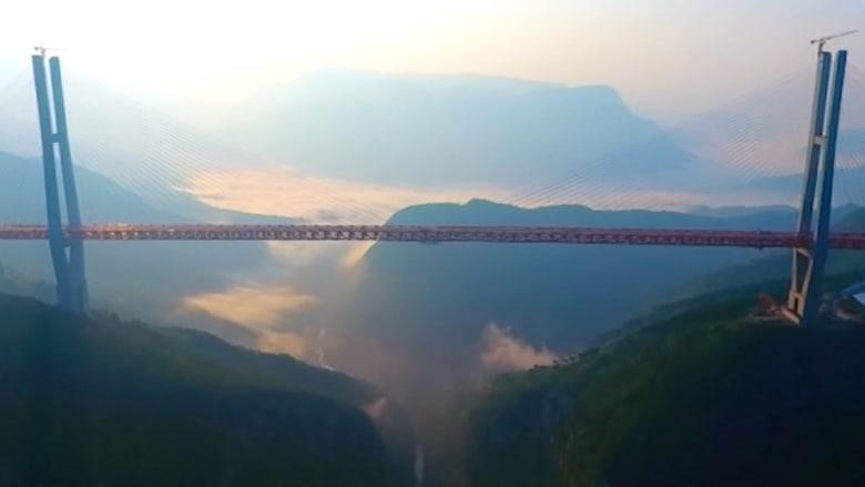 الصين تفتتح أعلى جسر في العالم بارتفاع 565 متراً
