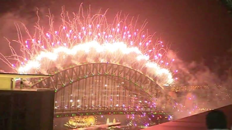 شاهد الألعاب النارية في أستراليا احتفالا بالسنة الجديدة
